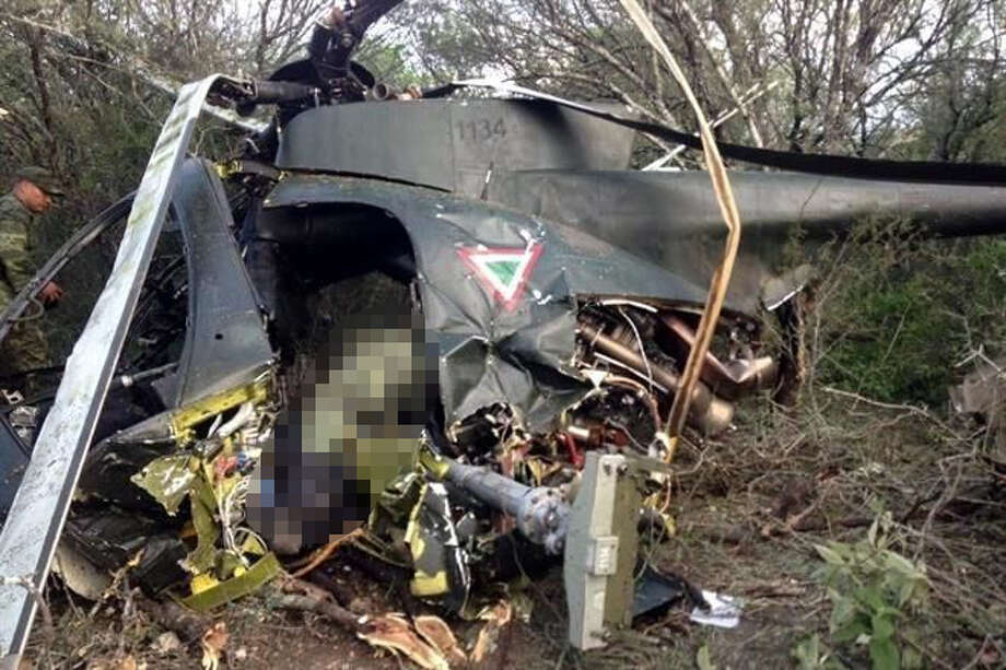 Two people in the Mexican Air Force died in a helicopter crash Oct. 10, 2016, officials said. Photo: Courtesy/El Blog Del Narco