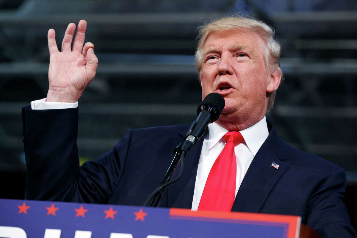 Republican presidential candidate Donald Trump speaks during a campaign rally, Monday, Oct. 10, 2016, in Ambridge, Pa. (AP Photo / Evan Vucci)
