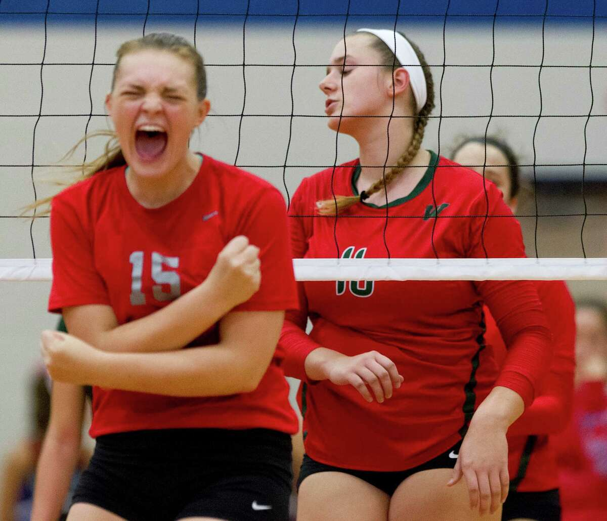 The Woodlands' AJ Koele (16) reacts after a point by Oak Ridge's Hailey Lohnes (15) on Tuesday.