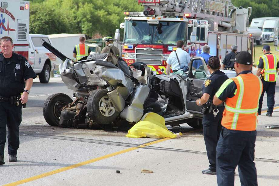 A woman is dead and a man is critically injured after their stalled pickup was struck by an oncoming vehicle on Interstate 35 South in the northbound lanes on Oct. 12, 2016. Photo: Tyler White, San Antonio Express-News / San Antonio Express-News