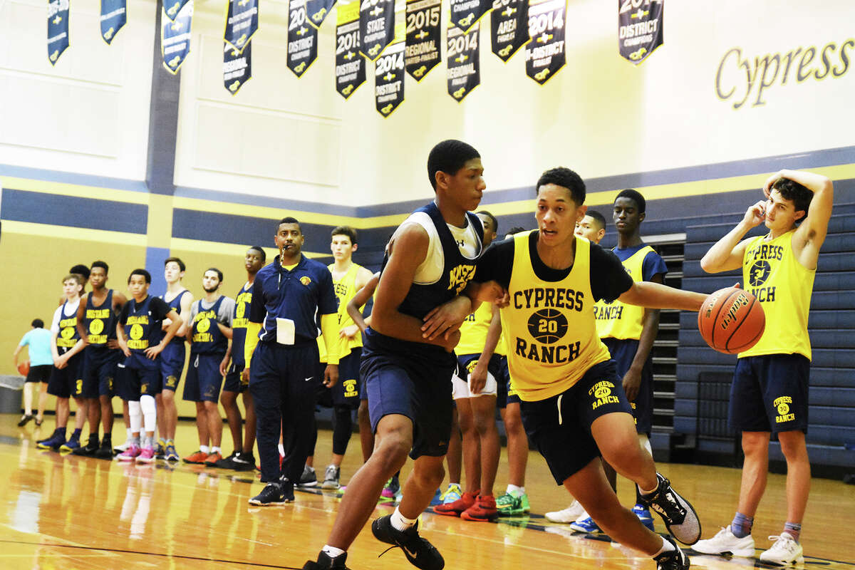 With the season looming, Cy Ranch Basketball is hard at work, trying to solidify the starting lineup and cement some changes in style of play that will suit the new roster. Like many teams in the district, Cy Ranch lost some key pieces to graduation, but head coach Mason Huffmeister believes his team can still compete amongst the top teams in 17-6A.