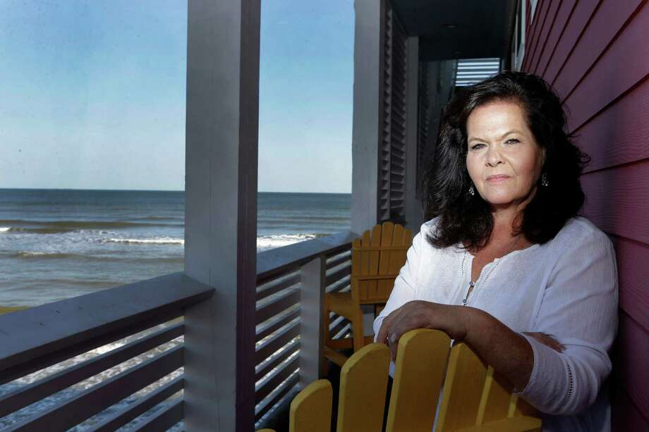 Winnie Stacey Alwazzan poses for a photo Saturday, Oct. 8, 2016, in Galveston. A judge recently vacated her divorce judgment of the more than $400 million. ( Melissa Phillip / Houston Chronicle ) Photo: Melissa Phillip, Staff / © 2016 Houston Chronicle