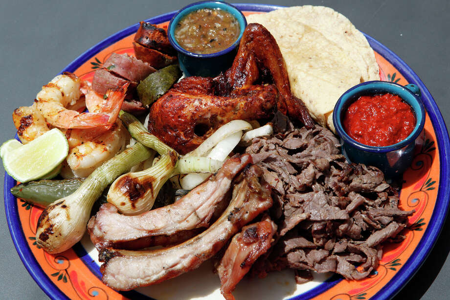As he does with this parrillada, or mixed grill, chef Johnny Hernandez's tacos at El Machito are all about the carne, carne, carne. Photo: Express-News File Photo / For the San Antonio Express-News