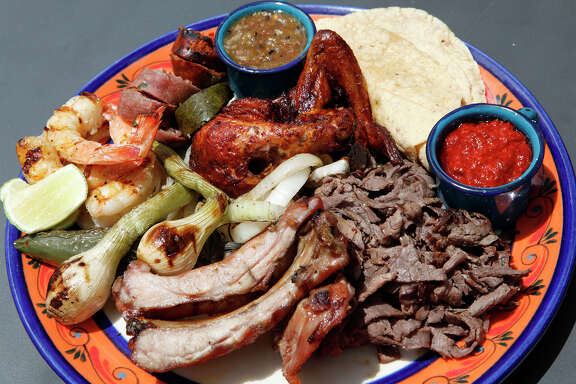 As he does with this parrillada, or mixed grill, chef Johnny Hernandez's tacos at El Machito are all about the carne, carne, carne.