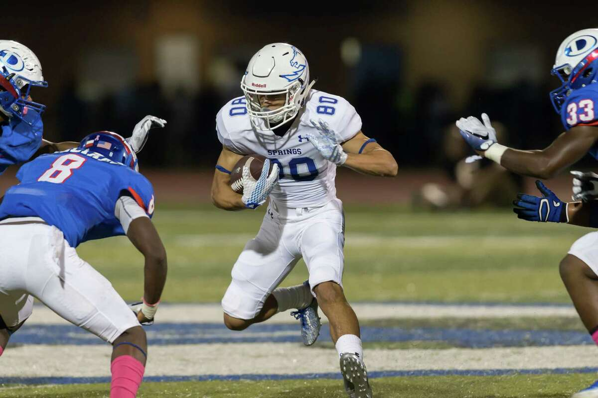 October 7, 2016: Clear Springs wide receiver Peyton Sawyer (80) carries the ball and scores a touchdown in the third quarter in the 6A football game against the Dickinson Gators at Sam Vitanza Stadium in Dickinson, Texas. (Leslie Plaza Johnson/Chronicle)