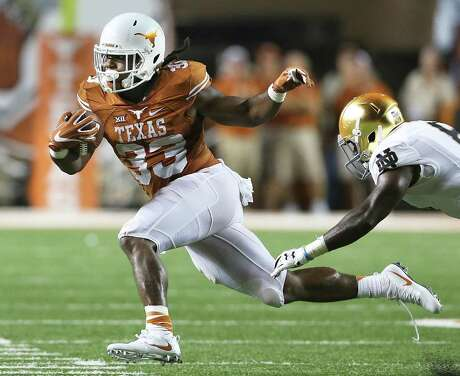 D'Onta Foreman's numbers pose a resemblance to past Texas Heisman Trophy-winning running backs Ricky Williams and Earl Campbell, but he'll fall short of such acclaim because of the team's lack of success.