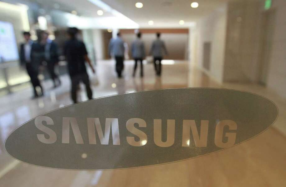 The corporate logo of Samsung Electronics Co. is seen at its shop in Seoul, South Korea, Wednesday, Oct. 12, 2016. The fiasco of Samsung's fire-prone Galaxy Note 7 smartphones - and Samsung's stumbling response to the problem - has left consumers from Shanghai to New York reconsidering how they feel about the South Korean tech giant and its products. (AP Photo/Ahn Young-joon) Photo: Ahn Young-joon, STF / Copyright 2016 The Associated Press. All rights reserved.