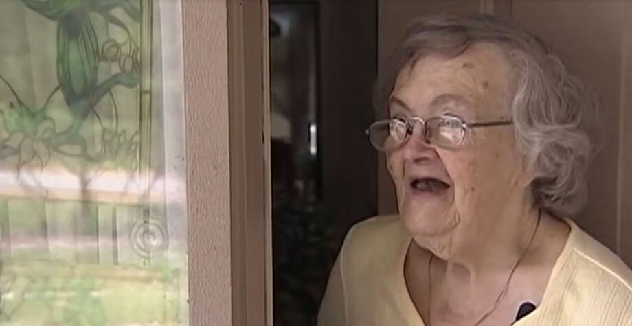 Claire Olsen's family was worried about her after Hurricane Matthew swept over her home state of Florida, so her grandson sent a Papa John's pizza to her door. Photo: WFTV Screenshot