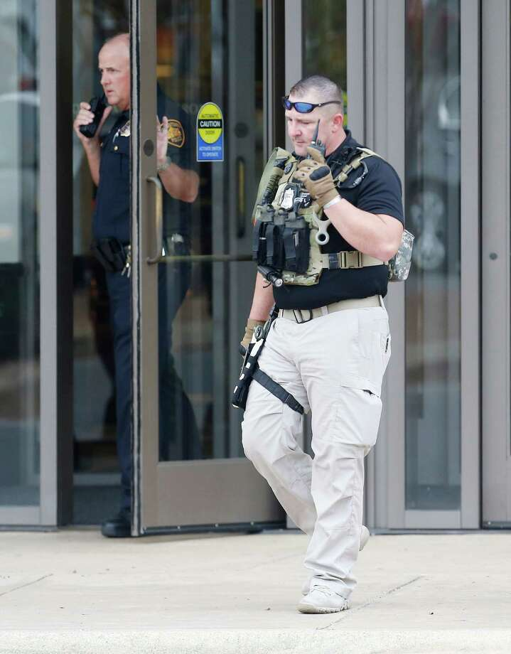 A police officer walks out of Nordstrom as police responded to reports of gunshots near La Cantera on Thursday, Oct. 13, 2016. Photo: Kin Man Hui, San Antonio Express-News / ©2016 San Antonio Express-News