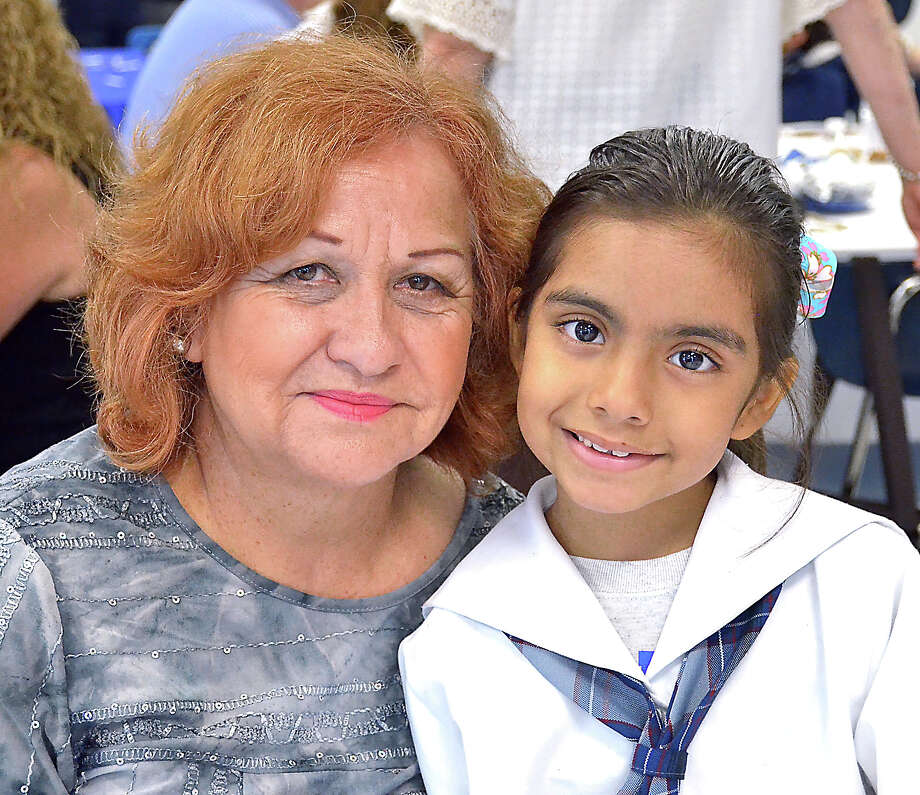 Isa Romero and Aileen Rivera Romero at the St. Augustine Grandparents Day event. Photo: Cuate Santos, Cuate Santos | Laredo Morning Times