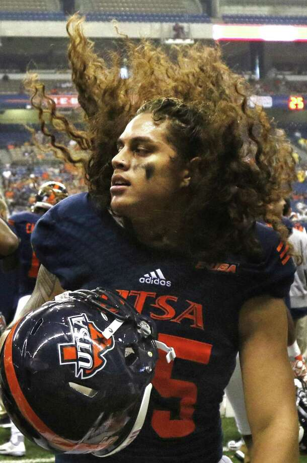 UTSA's Josiah Tauaefa shakes his long hair on the sidelines during the game against Southern Miss at the Alamodome on Oct. 8, 2016 Photo: Ron Cortes /For The Express-News