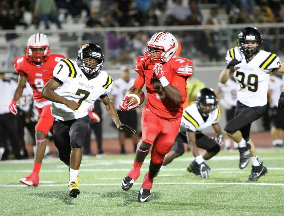 Judson tailback Sincere McCormick (3) takes off on a long run Friday during the Rockets' 68-6 blasting of the East Central Hornets at Rutledge Stadium. Photo: Greg Bell/for The NE Herald / Greg Bell/for The NE Herald