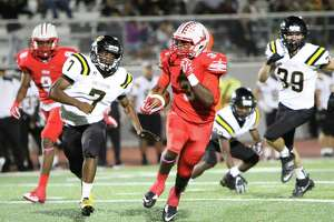 Judson tailback Sincere McCormick (3) takes off on a long run Friday during the Rockets' 68-6 blasting of the East Central Hornets at Rutledge Stadium.