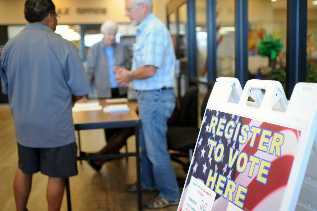 Representatives from the League of Women Voters helped sign citizens up for vote Tuesday, Oct. 11, 2016, the last day to register for the Nov. 8 General Election. James Durbin/Reporter-Telegram
