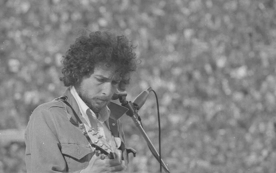 Bob Dylan performs at a benefit concert for San Francisco School Sports at Kezar Stadium on March 23, 1975. Photo: Vince Maggiora, The Chronicle