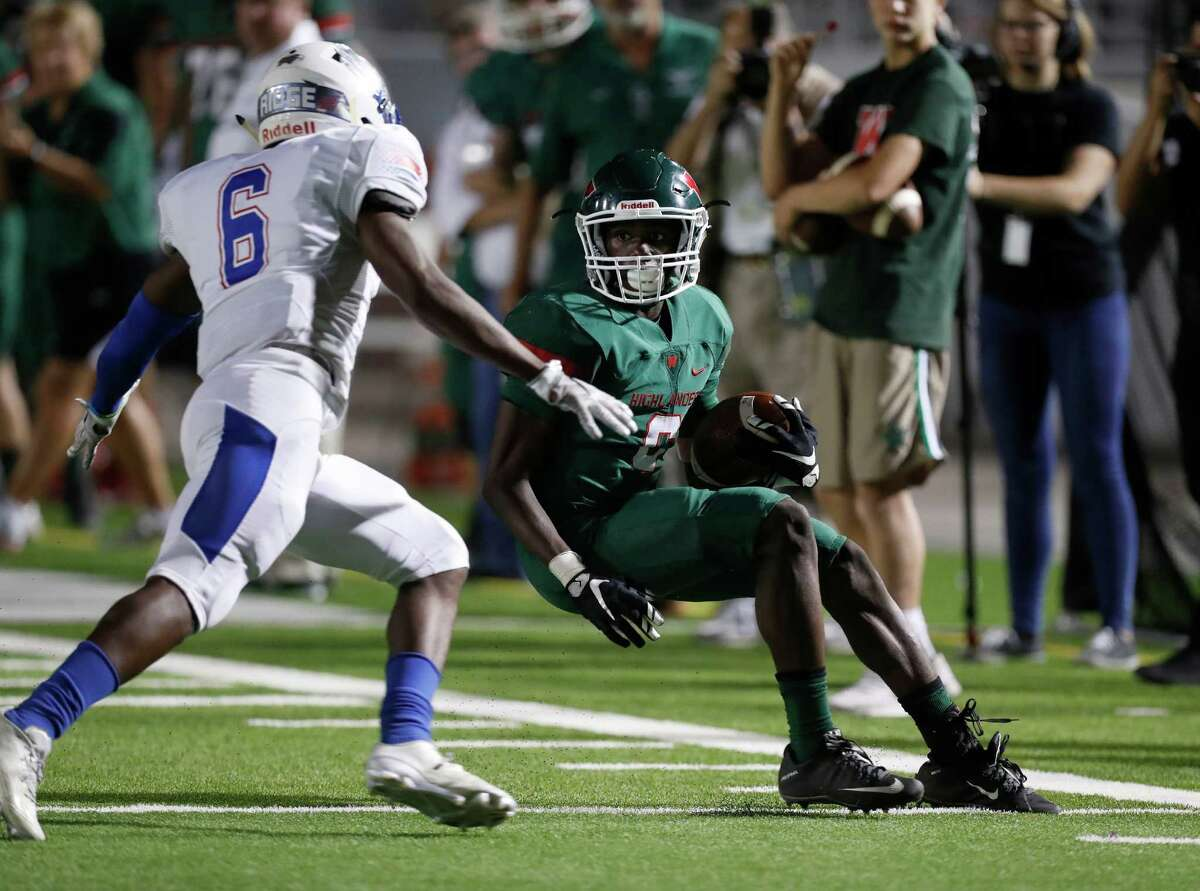 The Woodlands' Kesean Carter (6) catches the ball near the end zone and stops near the sideline against Oak Ridge's Zach Johnson (6) during the second half of a District 12-6A high school football game between The Woodlands and Oak Ridge, Thursday, Oct. 13, 2016 in Shenandoah.
