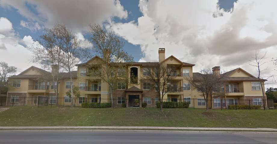 Multifamily acquisition firm Presidium bought the Windsor House apartment complex on the North Side last week. Photo: Google Maps