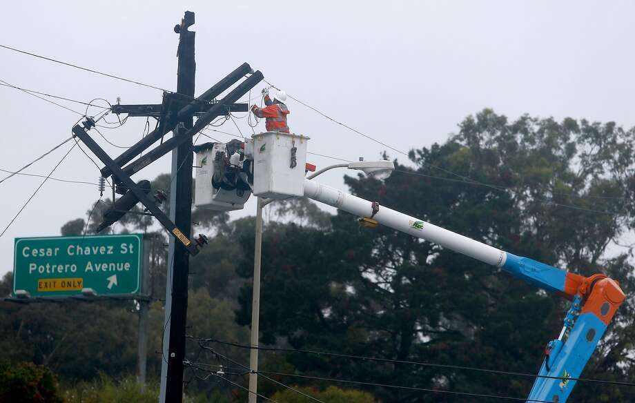 A PG&E crew repairs a broken power pole on the 200 block of Bayshore Boulevard during the first rainstorm of the season in San Francisco, Calif. on Friday, Oct. 14, 2016. PG&E plans to increase bundled electric and gas bills by $1.63 for average households. Photo: Paul Chinn, The Chronicle