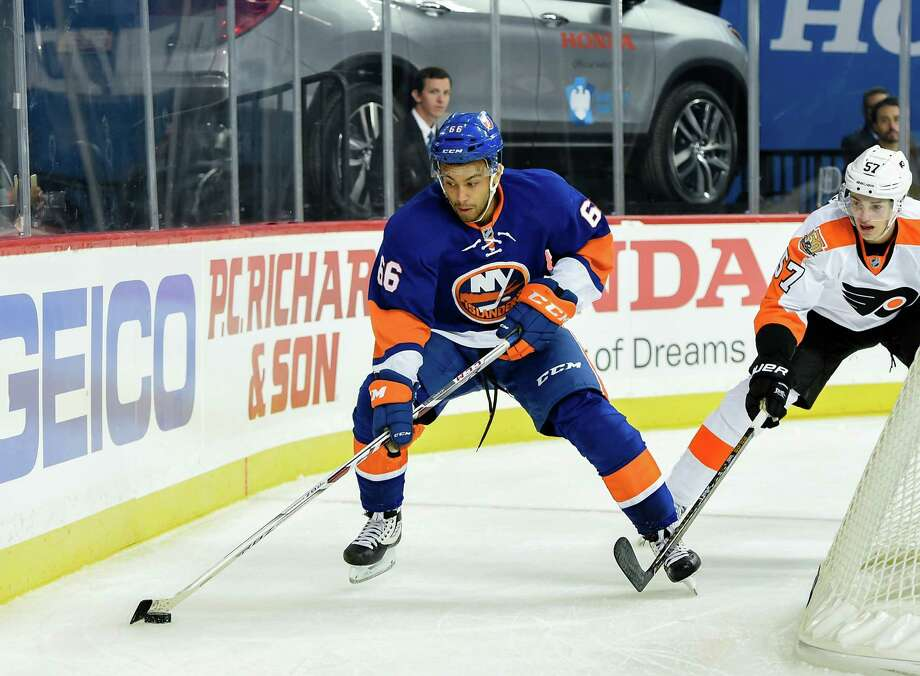 Center Josh Ho-Sang (66) is to make his Sound Tigers' debut Saturday night against Providence. Photo: Kathy Kmonicek / Associated Press / FR170189 AP