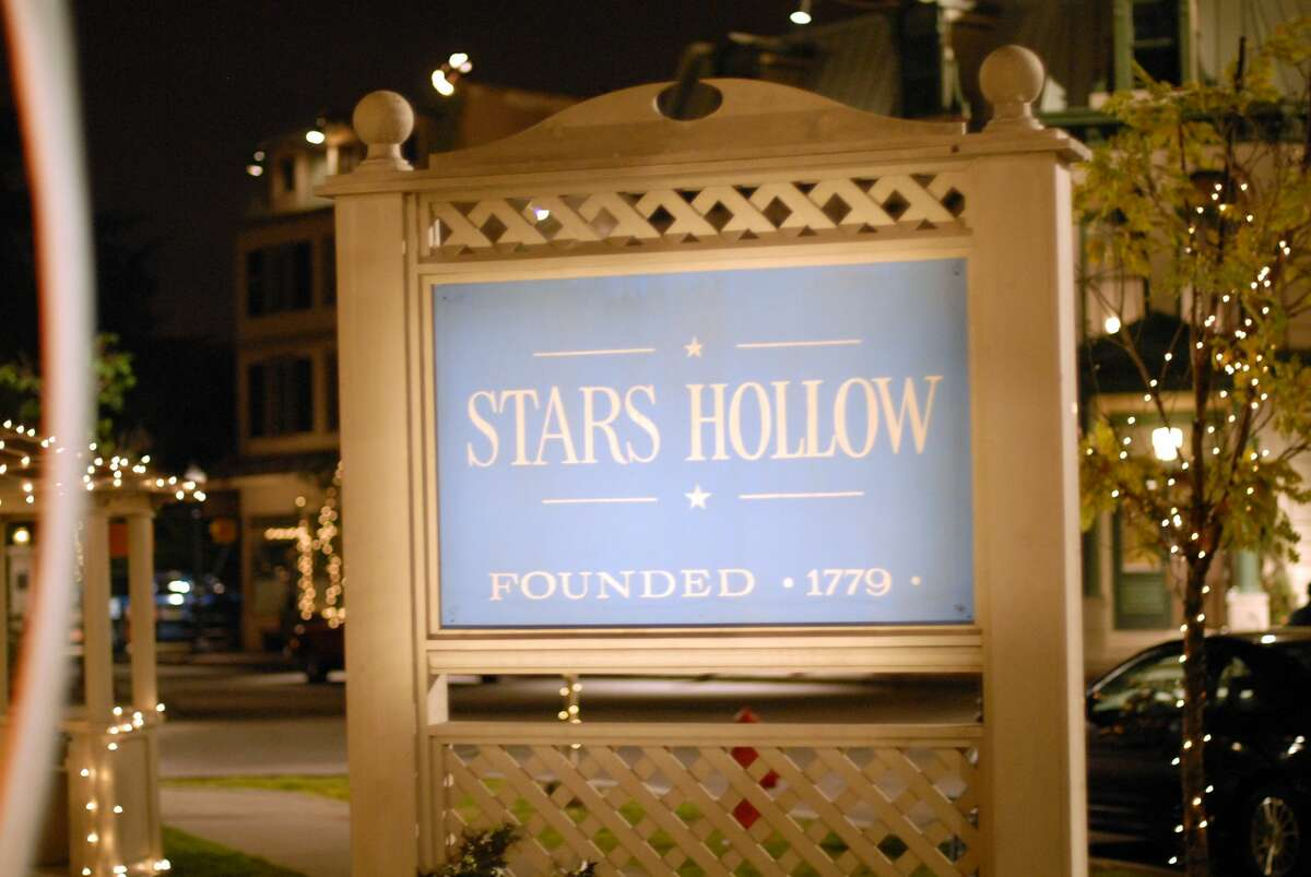 The Stars Hollow sign from