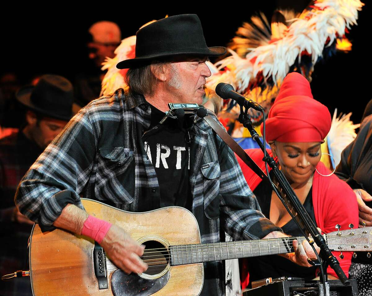 MOUNTAIN VIEW, CA - OCTOBER 25: Neil Young performs at the 29th Annual Bridge School Benefit concert at Shoreline Amphitheatre on October 25, 2015 in Mountain View, California. (Photo by Steve Jennings/WireImage)