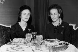 03/1967 - (L-R) Louisa Stude Sarofim, president of the Houston Ballet Foundation, and Natasha Rawson, trustee, lunch at 2016 Main.