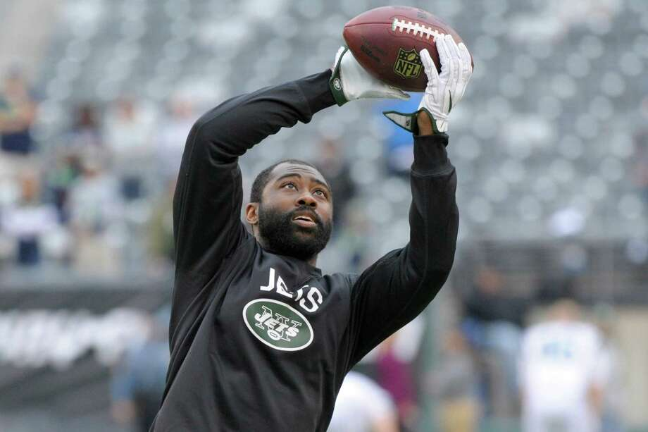 FILE - In this Oct. 2, 2016, file photo, New York Jets' Darrelle Revis warms up before an NFL football game against the Seattle Seahawks, in East Rutherford, N.J. Revis gave his hamstring a workout and came away feeling pretty good about his chances of playing Monday night at Arizona. The New York Jets cornerback returned to practice Friday, Oct. 14, 2016, for the first time since injuring a hamstring two weeks ago.(AP Photo/Bill Kostroun, File) ORG XMIT: NY189 Photo: Bill Kostroun / FR51951 AP