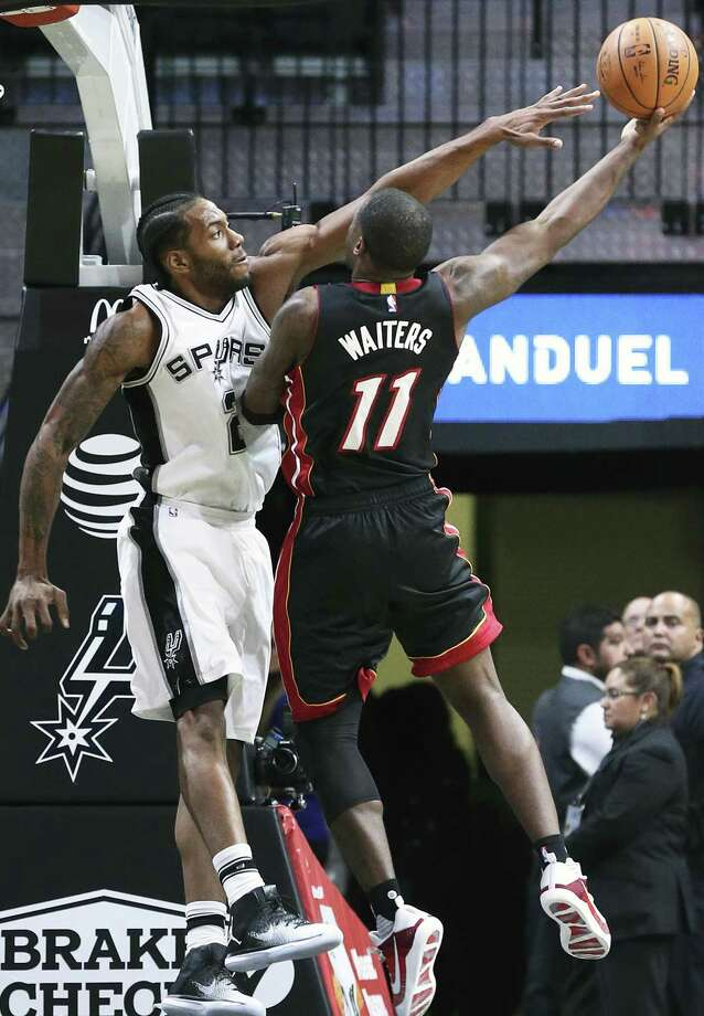 Kawhi Leonard uses his long reach to make a shot difficult for Dion Waiters as the Spurs host Miami in a preseason game at the AT&T Center on Oct. 14, 2016. Photo: Tom Reel /San Antonio Express-News / 2016 SAN ANTONIO EXPRESS-NEWS