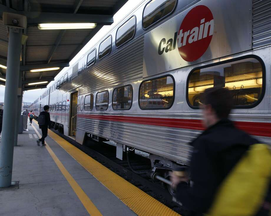 Commuters board a southbound train at the Caltrain Station at Fourth and Townsend streets in San Francisco, Calif. on Friday, Oct. 14, 2016. Photo: Paul Chinn, The Chronicle
