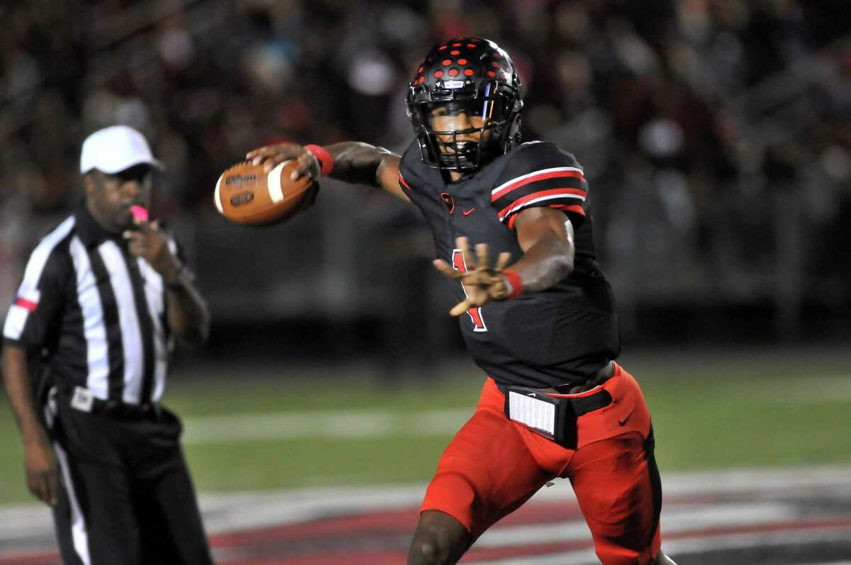 2. Port Arthur Memorial (6-0) This Week: The Titans defeated No. 5 PN-G 33-28 to jump into first place in District 22-5A with three games remaining until the playoffs. Next: plays host to Central