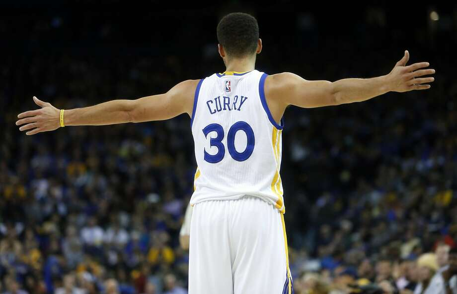 Golden State Warriors' Stephen Curry during Warriors' 111-101 win over Charlotte Hornets during NBA game at Oracle Arena in Oakland, Calif., on Monday, January 4, 2016. Photo: Scott Strazzante, The Chronicle