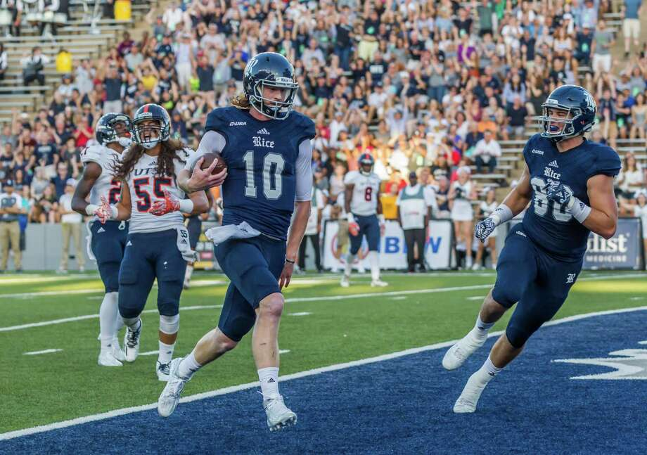 October 15 2016:  Rice Owls quarterback Tyler Stehling (10) score a touchdown in the first quarter during the NCAA football game between the UTSA Roadrunners and Rice Owls in Houston, Texas.  (Leslie Plaza Johnson/Chronicle) Photo: Leslie Plaza Johnson, For The Chronicle / Freelance