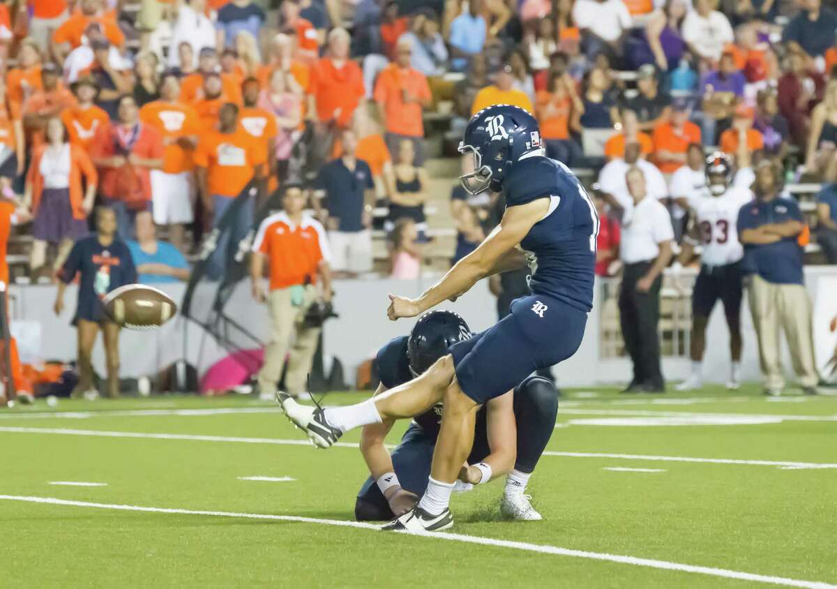 October 15 2016: Rice Owls wide receiver Aaron Cephus (18) kicks for a field goal during the NCAA football game between the UTSA Roadrunners and Rice Owls in Houston, Texas. (Leslie Plaza Johnson/Chronicle)