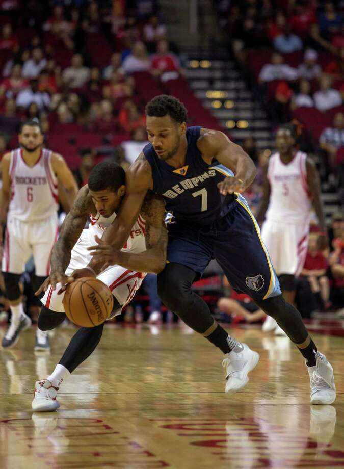 Houston Rockets guard Gary Payton II, left, and Memphis Grizzlies forward Wayne Selden, Jr. chase the ball during overtime of a preseason NBA basketball game Saturday, Oct. 15, 2016, in Houston. (AP Photo/Richard Carson) Photo: Richard Carson, Associated Press / FR171014 AP