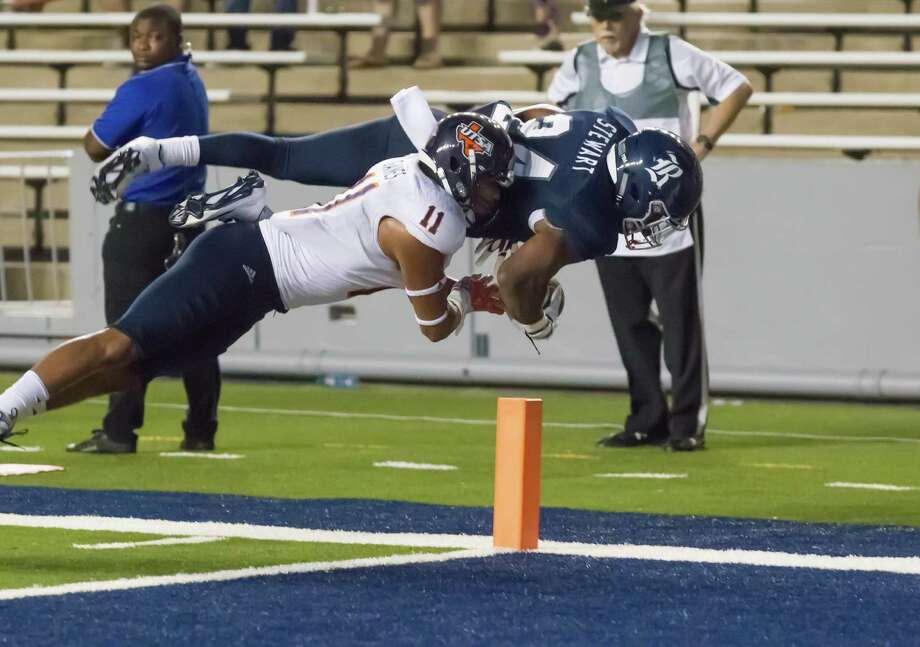 October 15 2016:  Rice Owls running back Samuel Stewart (24) dives for a touchdown during the NCAA football game between the UTSA Roadrunners and Rice Owls in Houston, Texas.  (Leslie Plaza Johnson/Chronicle) Photo: Leslie Plaza Johnson, For The Chronicle / Freelance