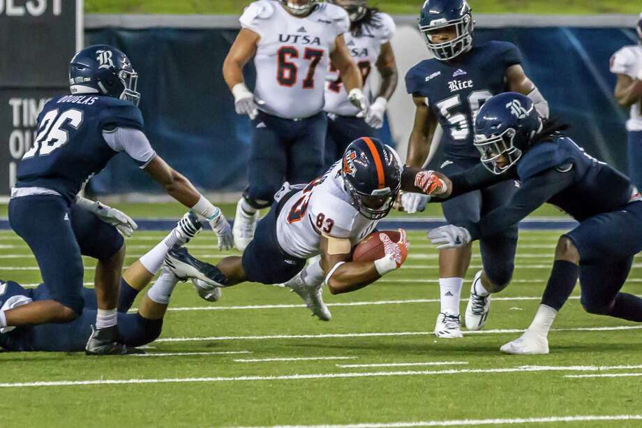 October 15 2016:  Rice Owls defensive lineman Paine Matiscik (36) and Rice Owls safety Destri White (6) tackle UTSA Roadrunners wide receiver JaBryce Taylor (83) during the NCAA football game between the UTSA Roadrunners and Rice Owls in Houston, Texas.  (Leslie Plaza Johnson/Chronicle) Photo: Leslie Plaza Johnson, For The Chronicle / Freelance