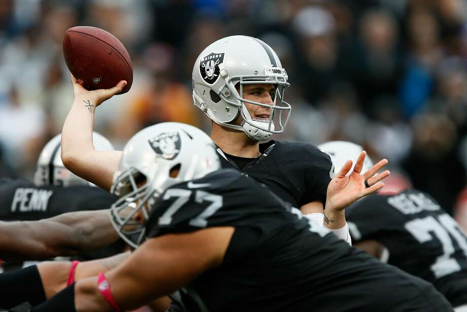Raiders quarterback completed nine passes to Amari Cooper in the first half of the loss to Kansas City on Sunday, yet connected with tight end Clive Walford only once. Photo: Brian Bahr, Getty Images