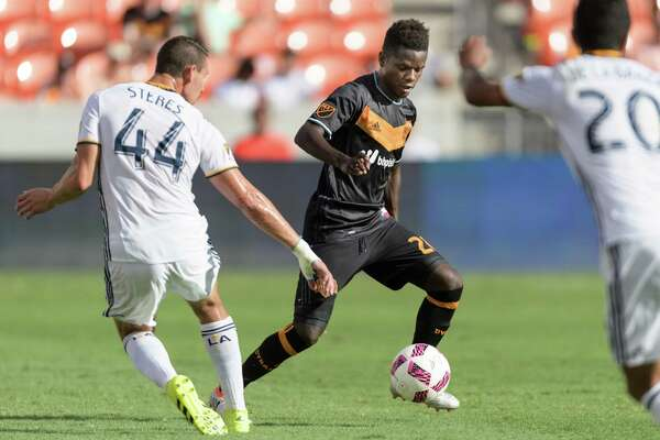 Yair Arboleda (28) of the Houston Dynamo moves the ball up the field in the first half against the LA Galaxy in an MLS game on Sunday, October 16, 2016 at BBVA Compass Stadium in Houston Texas.