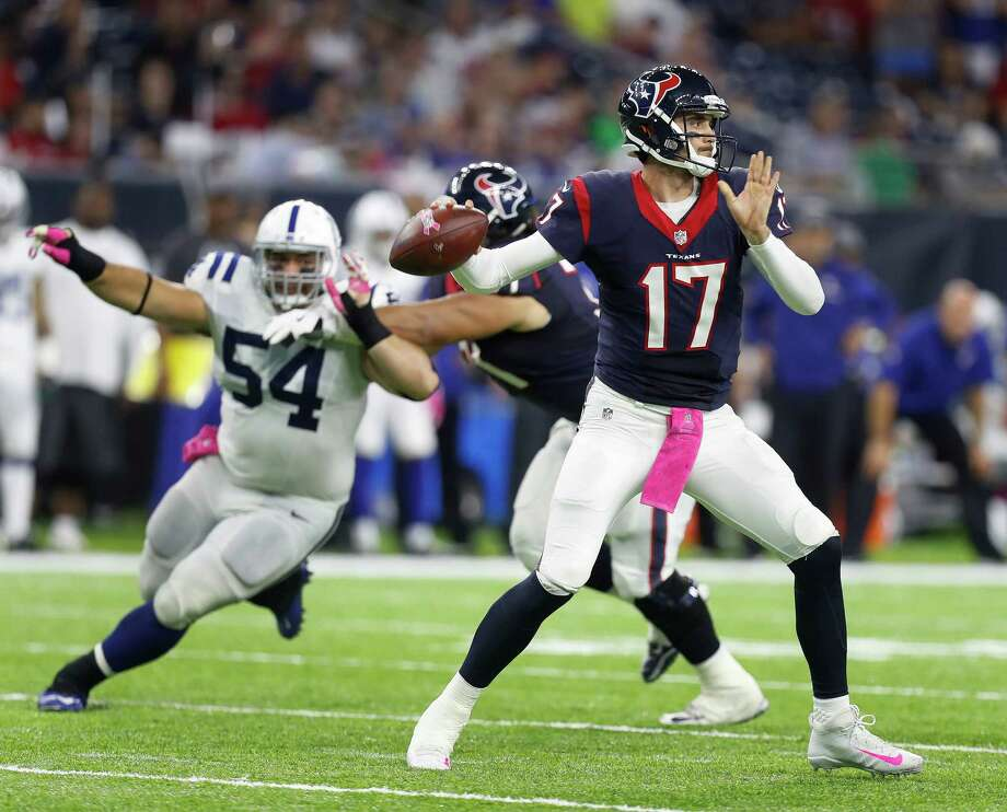 Houston Texans quarterback Brock Osweiler (17) looks to pass the ball during the fourth quarter of an NFL football game at NRG Stadium, Sunday,Oct. 16, 2016 in Houston. Photo: Karen Warren, Houston Chronicle / 2016 Houston Chronicle