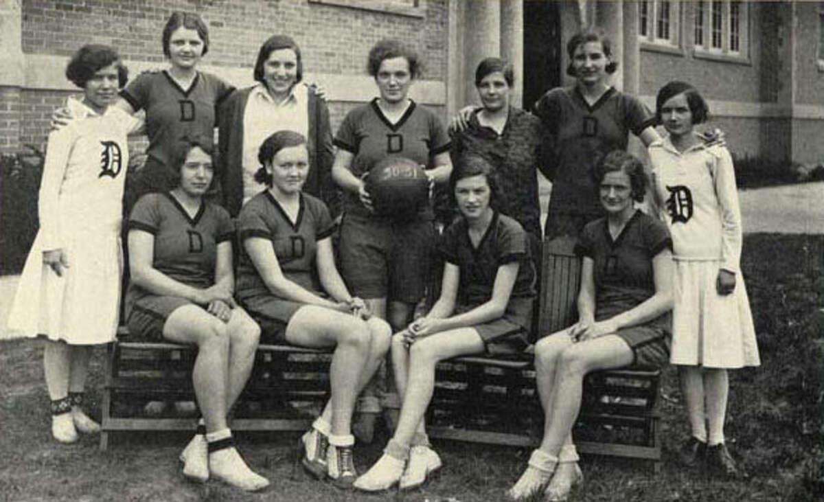 1931 girls' basketball team.