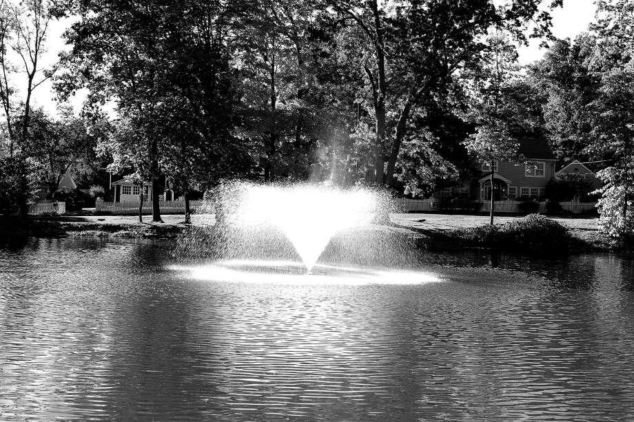 A beautiful recent fall afternoon at Tilley Pond in Darien. Photo: Darien News / File Photo / Darien News