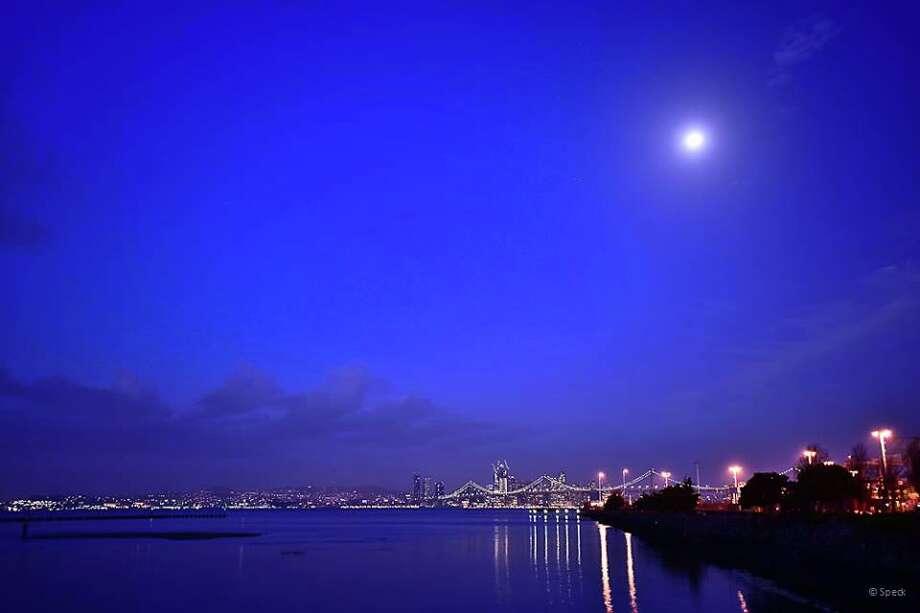Hunter's Moon over San Francisco Bay on morning of Monday, Oct. 17, 2016. Photo: Sean Peck