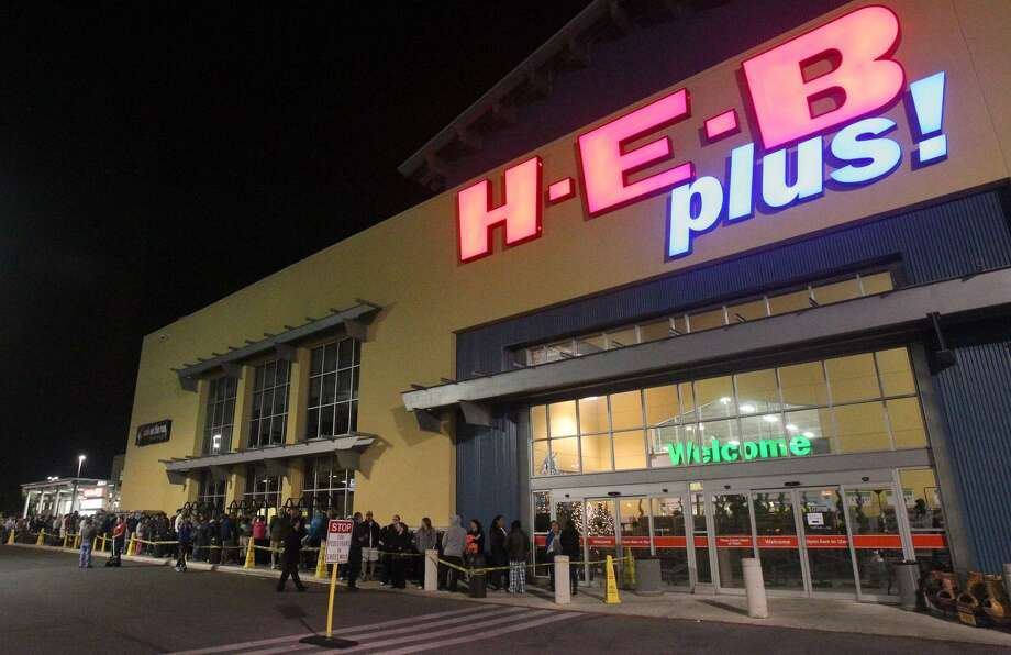 Shoppers stand in line at the H-E-B Plus on Loop 1604 near Blanco Road at 5:30 a.m. Black Friday November 23, 2012. The grocer wants to sell a portion of its nearly 50 acre footprint near the intersection of Loop 1604 and Bulverde Road. Photo: JOHN DAVENPORT /San Antonio Express-News / ©San Antonio Express-News/Photo Can Be Sold to the Public