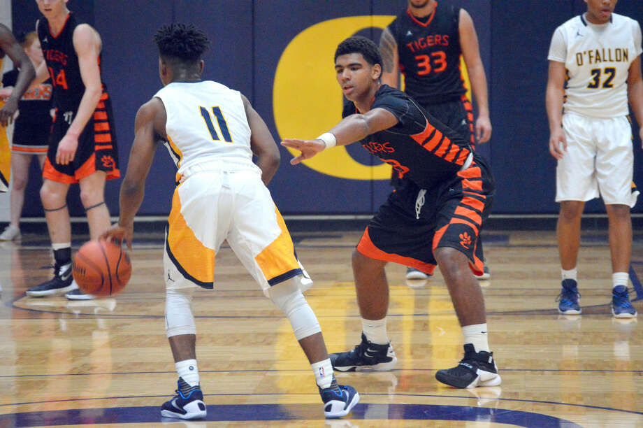 Edwardsville guard Mark Smith, right, guards O'Fallon's Alex Orr during Friday's Southwestern Conference game in O'Fallon.