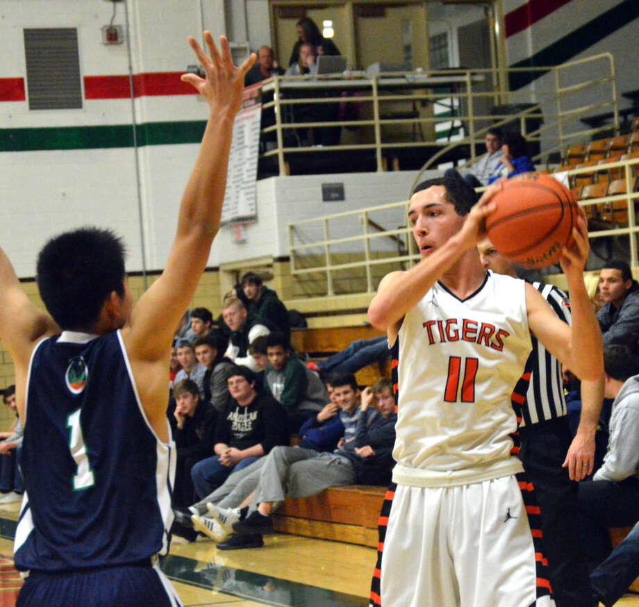 Edwardsville senior Kent Roberts is guarded by Tony Jiang from Andrews Osborne Academy during Thursday's first-round game at the Salem Invitational.