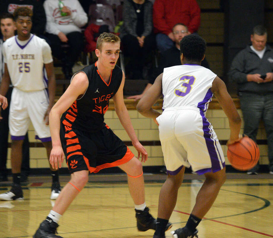 Edwardsville sophomore forward Caleb Strohmeier defends during first-half action in the semifinals of the Salem Invitational on Friday.