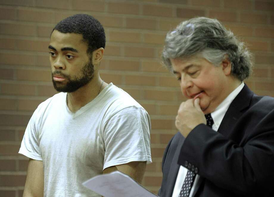 Emanuel Harris, on trial for murder in a 2013 slaying, and his attorney Dante Gallucci. Photo: Carol Kaliff / Hearst Connecticut Media / The News-Times