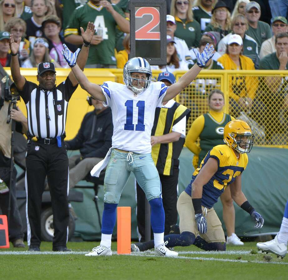 Dallas Cowboys wide receiver Cole Beasley (11) reaches for a first quarter touchdown in front of Green Bay Packers strong safety Micah Hyde (33) on Sunday, Oct. 16, 2016 at Lambeau Field in Green Bay, Wis. (Max Faulkner/Fort Worth Star-Telegram/TNS) Photo: Max Faulkner/TNS