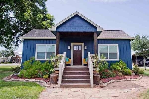 555 Westbury Lane, Beaumont, Texas 77713     3 bedrooms; 2 full, 1 half bathrooms. 2,400 sq. ft., 1.71-acre lot