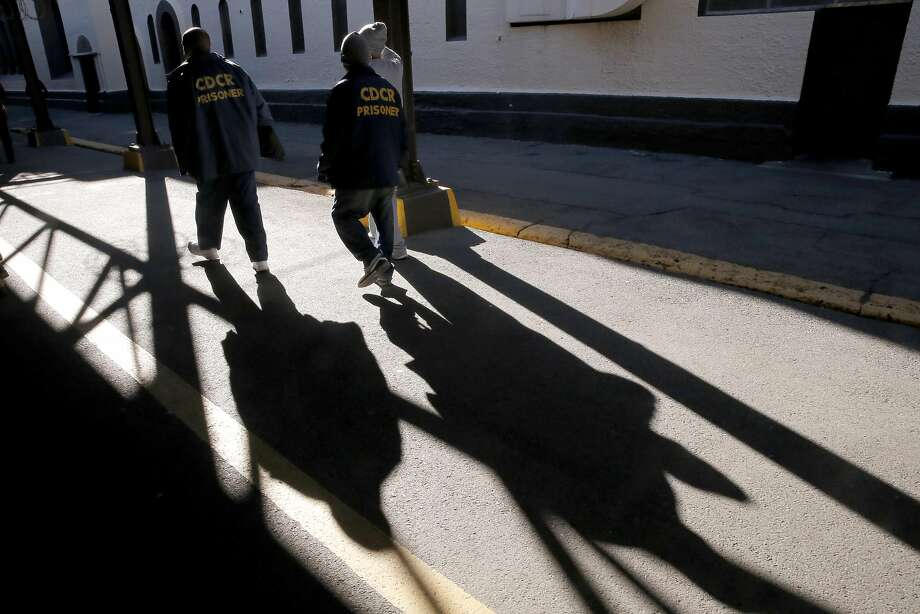 Prisoners walk through the grounds of the prison near death row at San Quentin State Prison on Tuesday December 29, 2015, in San Quentin, Calif. Photo: Michael Macor, The Chronicle